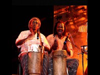 Percussionists Simão Nhacule and Rolando Lamussene performing with Mingas, November 2007 (Funcho)